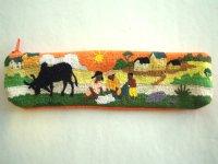 刺繍いっぱいの可愛いペンケース 小物入れにも 【カラー・マルチ】【カラー・オレンジ】