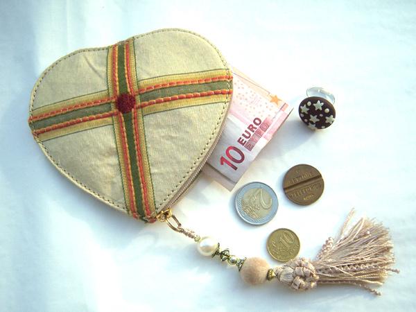 イタリア 上品ハートの刺繍・シルクのポーチ