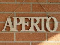 【2点限り】イタリア語表記営業表記札 APERTO 木製【カラー・ホワイト】