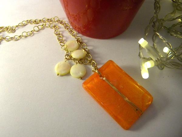 画像1: 胸元に明るいオレンジで好感度アップ ペンダント 【カラー・オレンジ】【カラー・ホワイト】