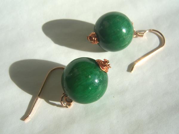 画像2: 大粒の深みある緑 ピアス 【カラー・グリーン】