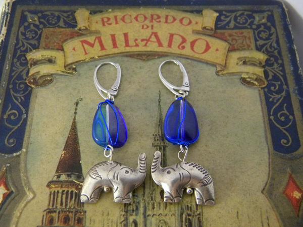 画像1: 鮮やかブルーにシルバーの象で高級カジュアル ピアス 【カラー・ブルー】