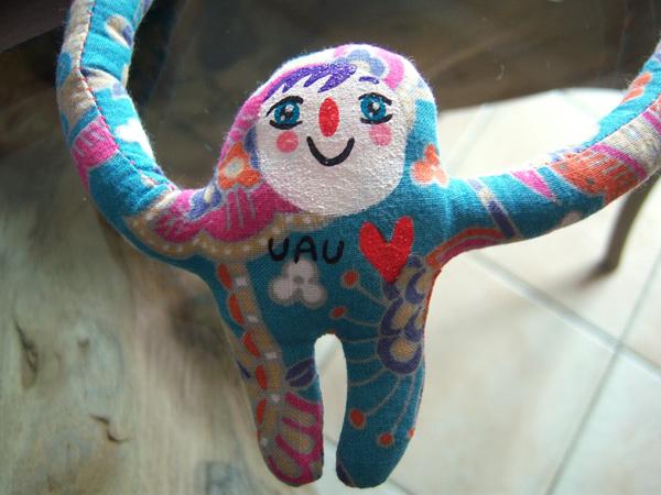 画像1: オマケつき☆キュッと抱きしめてくれるプーピ ペンダント 【カラー・マルチ】【カラー・ピンク】【カラー・グリーン】