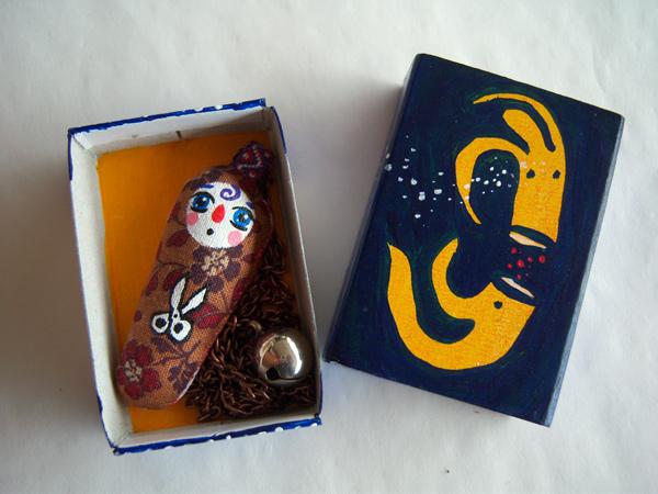 画像2: 小さなハサミを持ったプーピ 【カラー・ブラウン】【カラー・レッド】
