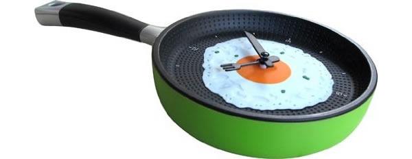 画像1: 目玉焼きモチーフの楽しい掛け時計【カラー・グレー】【カラー・ブラック】【カラー・グリーン】