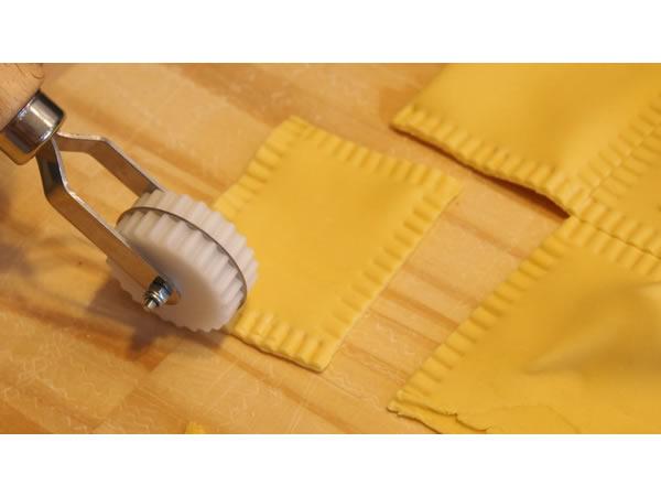 画像1: 手打ちパスタ用 回転式パスタ、ラビオリカッター&クローザー 直線 14 mm