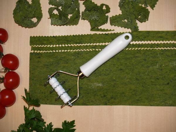 画像1: 手打ちパスタ用 7枚刃波型タリアテッレカッター 9,5 mm