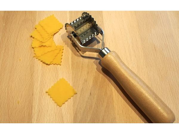 画像1: 手打ちパスタ用 回転式波型ラビオリ&トルテッリーニカッター 28 mm