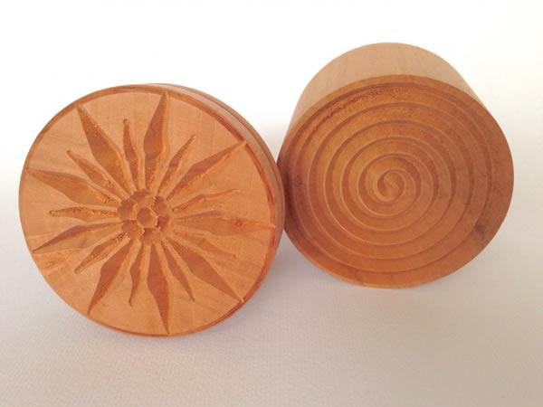 画像1: 手打ちパスタ用 コルツェッティ用型 エーデルワイス柄 & 渦巻き型 各1個 径 5.3 cm