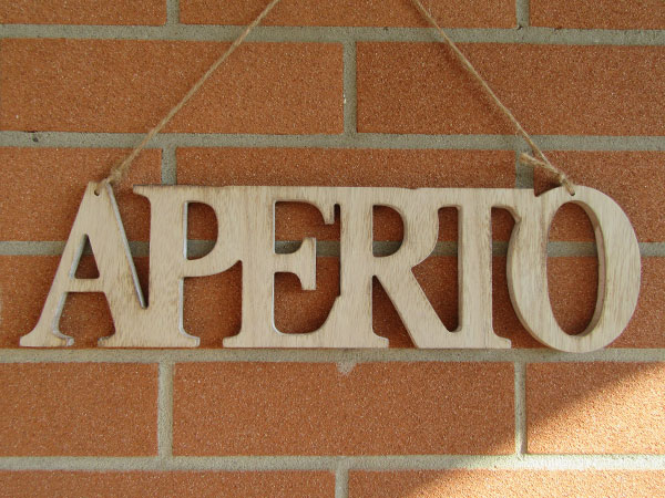 画像1: 【2点限り】イタリア語表記営業表記札 APERTO 木製【カラー・ホワイト】