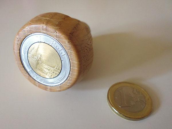 画像1: イタリア 手作り一点もの 木製ワインキャップ 500リラコイン 【カラー・ブラウン】