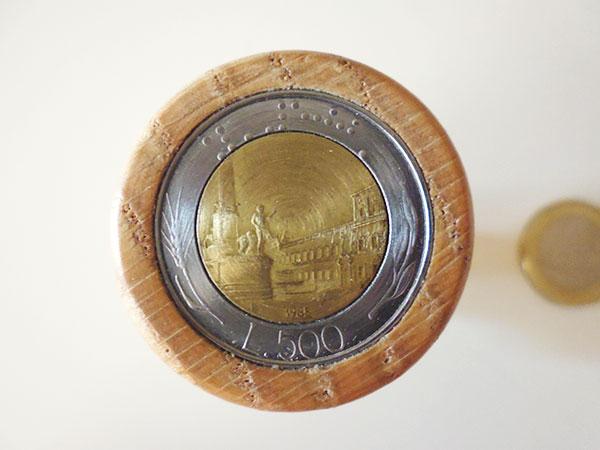 イタリア 手作り一点もの 木製ワインキャップ 500リラコイン