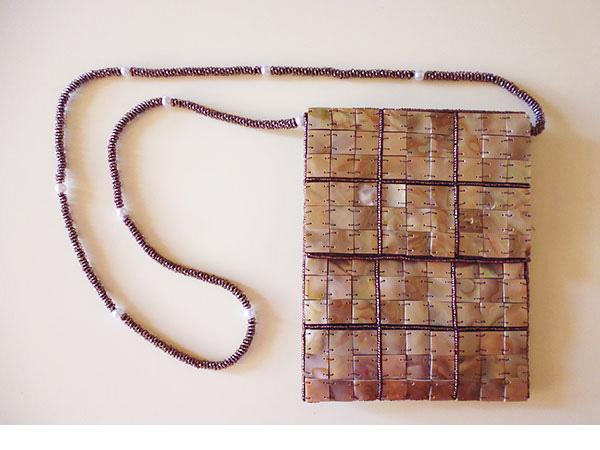 画像1: 上品な輝きマザーオブパールの刺繍バッグ 【カラー・ブラウン】