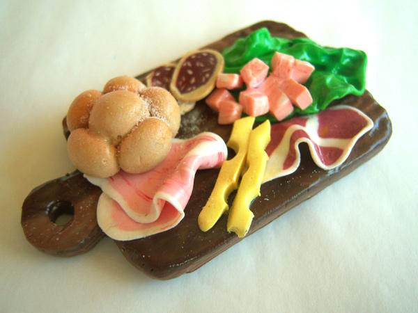 画像3: フィモで出来たイタリア・サラミやハム、チーズの盛り合わせ マグネット 【カラー・マルチ】