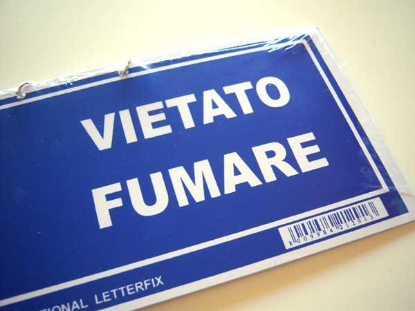 画像3: イタリア語表記禁煙ボード VIETATO FUMARE チェーン付き 【カラー・ブルー】【カラー・レッド】