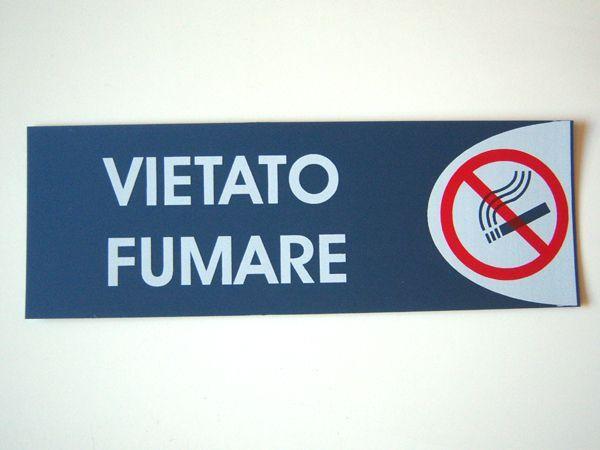 画像1: イタリア語表記シール貼付けタイプ 禁煙 VIETATO FUMARE 【カラー・レッド】【カラー・ホワイト】【カラー・ブルー】