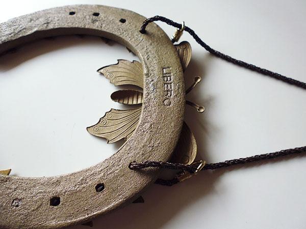 画像5: 1点もの☆イタリア製 幸運を招く馬の蹄鉄 蝶の装飾付き インテリアに 【カラー・ブラウン】