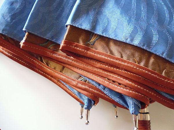 画像1: イタリア製シルクの雨傘 内布・刺繍 持ち手・革張り【カラー・ブルー】【カラー・ブラウン】