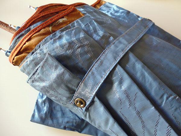 画像3: イタリア製シルクの雨傘 内布・刺繍 持ち手・革張り【カラー・ブルー】【カラー・ブラウン】