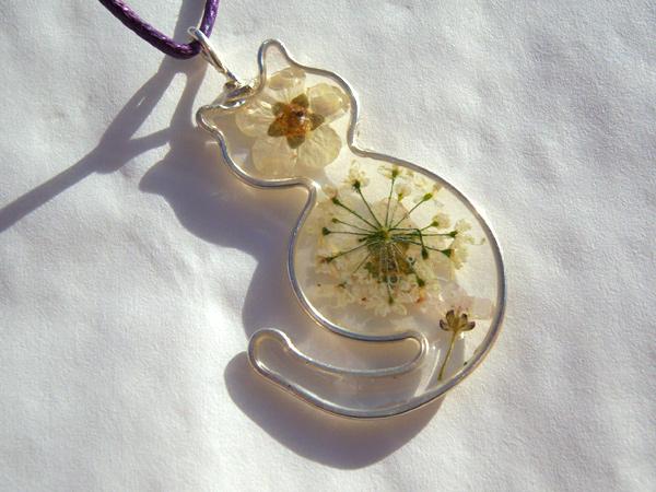 画像2: 本当のお花を閉じ込めた上品ペンダントトップ ネコ 【カラー・イエロー】【カラー・ホワイト】