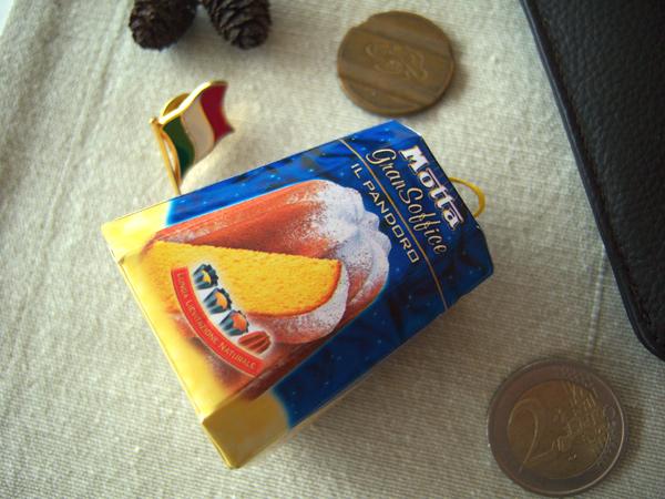 画像1: イタリアの食べ物がモチーフの可愛いマグネット イタリア北部クリスマスに欠かせないケーキ パンドーロ Il Pandoro 【カラー・ブルー】【カラー・イエロー】
