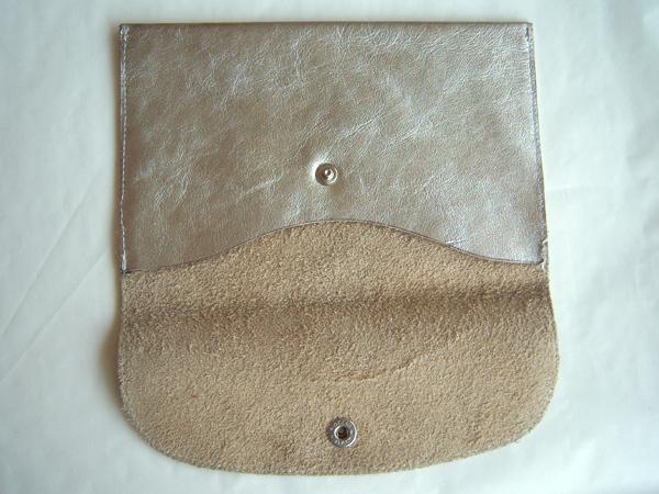 画像3: シルバーレザーのシックな封筒型ポーチ レザー 【カラー・グレー】