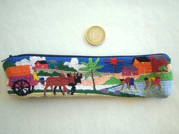 画像3: 刺繍いっぱいの可愛いペンケース 小物入れにも 【カラー・マルチ】【カラー・ブルー】