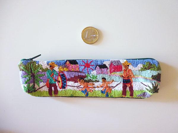 画像2: 刺繍いっぱいの可愛いペンケース 小物入れにも 【カラー・マルチ】
