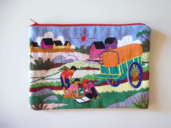 画像1: 刺繍いっぱいの可愛いポーチ 【カラー・マルチ】