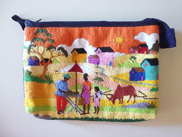 画像1: 刺繍いっぱいの可愛いマチ・内ポケット付きポーチ 【カラー・マルチ】