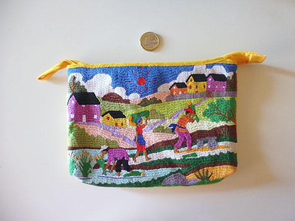 画像2: 刺繍いっぱいの可愛いマチ・内ポケット付きポーチ 【カラー・マルチ】