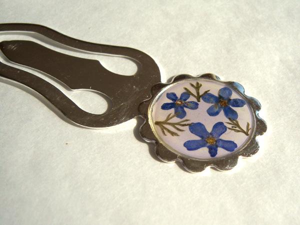 画像1: 【参考商品】本当のお花を閉じ込めたブックマーカー しおり  【カラー・ブルー】【カラー・グリーン】【カラー・ホワイト】